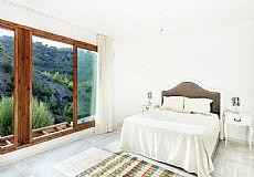 Bellapais 4 Bedroom Detached Villa in Cyprus, Kyrenia - 3