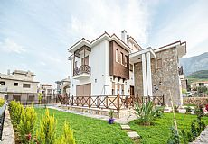 Luxury Cypriot style private villas with 4 bedrooms in the city center